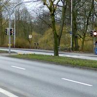 Neues Messgerät; Volvo stand hinter dem Baum; Fahrrichtung Autobahn/Westring