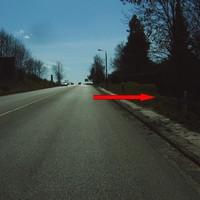 Anfahrt. Die Kamera hatte sehr mit dem Gegenlicht zu kämpfen, die Autofahrer offenbar auch - etliche tappten in die (ungetarnte) Kontrolle ...