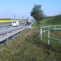 """An der Umgehungsstraße, kurz vor den Mauern unserer Stadt ... nee, nix """"Goldener Reiter"""" :o) , Golden war nur der morgendliche Sonnenschein. O-Amts-Opel rechts am Bildrand."""
