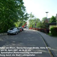 Die Messstelle befindet sich in Ludwigshafen (Rhein) in der Georg-Herwegh-Straße auf Höhe der Kindertagesstätte in einer 30-Zone.