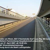 Die Messstelle befindet sich in Ludwigshafen am Rhein in der Abfahrt von der Hochstraße Süd (B37) von Mannheim kommend in Fahrtrichtung Ludwigshafen Hauptbahnhof. Erlaubt sind hier 50 km/h. Das Bild zeigt die Messstelle von hinten.