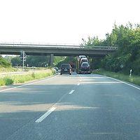 Die B200, Westumfahrung Flensburgs, war mal als A205 gedacht, aber zur Bundesstraße herabgestuft. Gut ausgebaut, aber ohne Standstreifen, daher wahrscheinlich 120.