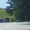 Rote VW Bus aus Munchen.Kasten stehen sicher in diese busch nach rechts auf die leitplanke.