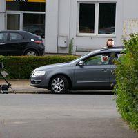 Wegelagerer in 30-er Zone Schlehenkamp - Ecke Ginsterbusch Richtung Wellseedamm ca 17.30 Uhr (Mi 13.06.2007) Passat -KI-LH 2270-