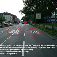 Anfahrtsansicht: Die Messstelle befindet sich in Ludwigshafen am Rhein in der Carl-Bosch-Straße genau im Übergang auf die Brunckstraße. Geblitzt wird nur der Verkehr, der in die Brunckstraße einbiegt (2 abzweigende Spuren). Der Geradeausverkehr wird nicht gemessen. Erlaubt sind 30 km/h.
