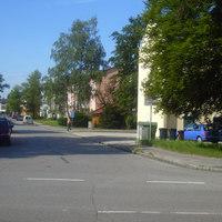 Anfahrtansicht in Richtung Johann Sebastian Bach Strasse.