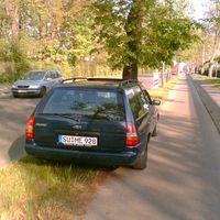 Fahrzeug hat Wechselkennzeichen. Manchmal auch mit K-YF 7663.  Wer hier geblitzt wird, ggf. Einspruch erheben, da das Fahrzeug nicht immer parallel zur Straße steht!