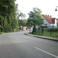 Anfahrtsansicht mit Beginn des 30er Bereichs.