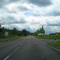 Man hat gerade die Kreuzung überquert und wundert sich, warum hier noch 70km/h gelten.