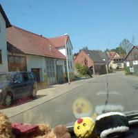 VW Touran links ca. 50m nach dem Ortseingang von Kleingartach kommend. Fotos aus der Frontscheibe heraus im Auftrag der Stadt Schwaigern