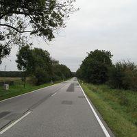 Anfahrt - schnurgerade Strecke - 100km/h erlaubt.