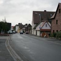 Anfahrtsansicht auf Höhe der Einmündungen Sonntagsweg (links) und Obere Stadtgasse (rechts)