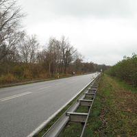 Ansicht aus Schwerin kommend in Richtung Rampe. Auffällig ist der blaue VW Caddy - mehr nicht.