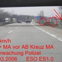 Der ES stand unter der Brücke Foto und Blitz kurz dahinter. Fzg nicht sichtbar hinter Gebüsch. 2xFoto 2x Blitz