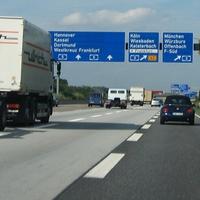 Wer aus Südhessen oder dem Rhein-Neckar-Raum zum Frankfurter Flughafen möchte, muss seit Herbst 2007 der Geschwindigkeitsbegrenzung am Frankfurter Kreuz besondere Beachtung schenken.