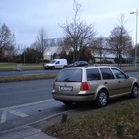 Ich eröffne mal das neue Jahr mit den ersten 2008-Bildern im radarfalle.de-Portal. Heute erspähte ich eher zufällig den Blitzer-Golf der Schweriner Polizei in der Hamburger Allee, aber siehe da ...
