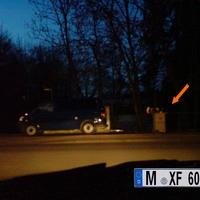 Dunkelblauer VW T5 des Landkreises München um 17:15 Uhr auf Beutezug knapp hinter der eigenen Landkreisgrenze. Betreiber : unbekannt. Auch die VPI München wagt sich an dieser Stelle gerne in den angrenzenden Landkreis Starnberg. Ein weiteres Transportfahrzeug für die Radarbox ist ein metallic-grüner VW Passat mit dem Kennzeichen WM-AN ..