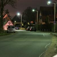 Anfahrtsansicht. Rechter Es handelt sich um den roten Opel Astra Caravan der da rechts in der Kurve steht (zweites Fahrzeug)