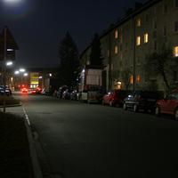 Anfahrtsansicht. Standpunkt zwischen Kellermannstrasse und Isaak-Loewi-Strasse.