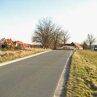 Anfahrt. Rechts steht der Messbus, ein Renault Traffic der Firma GKVS.