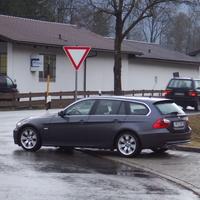 """Hier ist der nächste """"Abfangjäger"""" der PI Weilheim. Hier wartet er auf verdächtige Fahrzeuge,denn es findet eine Schleierfahndung statt. Meistens sind sie im LK Weilheim, Garmisch-Partenkirchen und Bad-Tölz auf Autobahnen und Bundesstraßen unterwegs und sind auch mit der Laserpistole  Riegl FG21-P ausgerüstet!!!"""