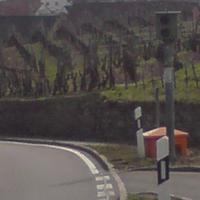 bergab in der Kurve am Ortseingang Kirchheim.