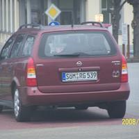 Kontrolle der Parkplatzdurchfahrt am Lidl - Markt .