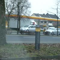 Der weiße Mercedes blitzte kurz nach der Abfahrt von der A46 am Ortseingang.