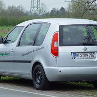 Der Neue Skoda Roomster der Kreisverwaltung Wesel. Eine beherzte Verkehrsteilnehmerin parkte ihn zu und entfernte sich schnell, sodass er weiterzeihen musste :-))