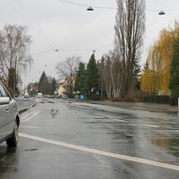 Kurz nach der Rechtkurve von der Karl-Bröger-Strasse kommend.