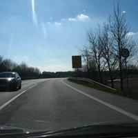Anfahrt, aus Richtung Lübeck kommend. Es gilt Tempo 70.