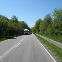 Pfingsten steht vor der Tür, das Ordnungsamt Parchim wird aktiv. Bis rechts zur Radfahrerin befinden sich rechts fünf Gerätschaften + Messwagen.