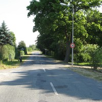 Ortseingang Rostock aus Sildemow kommend. Die Straße war früher mit Pollern versperrt (Verkehrsberuhigung).