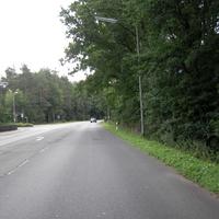 Anfahrtsansicht. An der Messstelle gabs einige Vollbremsungen, allerdings nur von Fahrzeugen, die in ortseinwärtiger Richtung unterwegs waren.