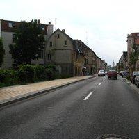 Selbst wenige Meter vor der Messung in Richtung Schloß (im Hintergrund zu sehen) war nichts zu erkennen. Seit Ewigkeiten waren hier auch auf zerrütteten Straßen Tempo 50 erlaubt. Damit ist es nun vorbei.