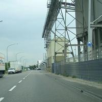 Anfahrtssicht Richtung Süden. Links zwischen den LKWs der Messbus des O-Amtes zu sehen. Links kann man die Fotoeinheit erahnen