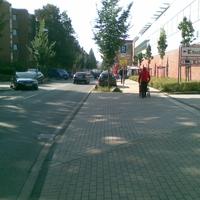 Anfahrtsansicht, links ein Altenheim, rechts Kaufland und viele Fußgänger, von daher leider gerechtfertigt. Hier wird mehrmals wöchentlich geblitzt, oft auch auf der Gegenseite (siehe auch http://bilder.radarfalle.de/images_html.php?id=3137&bild=1)