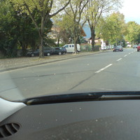 Hier die Anfahrt Richtung Ortsmitte. Sorry für die schlechte Qualität. Hab während des Fahrens fotografiert.