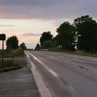 Messtelle (in Fahrtrichtung NEA) ca. 1,3 km nach Bräuersdorf. Der Blitzer steht rechts hinter der Leitplanke. Ziemlich genau an diesem Foto-Standpunkt gibt es auch eine Messtelle http://bilder.radarfalle.de/de/3023