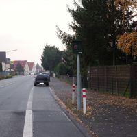 Starenkasten in Rödermark Urberach, Konrad-Adenauer-Straße, Fahrtrichtung stadteinwärts, (gegenüber Plus Markt) von Dreieich Offenthal kommend
