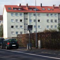 Starenkasten in Rödermark Urberach, Rodaustr. Beidseitig. Hier kurz vor der Bahnunterführung in Fahrtrichtung Dreieich (Offenthal)