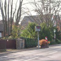 Starenkasten in Seligenstadt, Dudenhöfer Str. Kurz nach (stadtauswärts) der Einmündung zum Krankenhaus bzw. stadteinwärts zuvor.