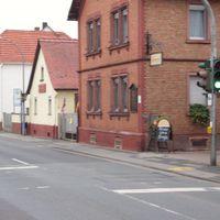 Rotlichtüberwachung in 63303 Dreieich (Götzenhain), Dietzenbacher Straße, Ecke Wallstraße. Hier der zu überwachende Fußgängerüberweg.