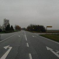 Anfahrtsbild im Hellen. Die Meßstelle befindet sich ca. einen Kilometer hinter der BAB-Anschlußstelle Ludwigslust. Das Radar stand am Hauptstraßenschild, siehe Bilder 2 - 4.