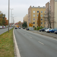 Anfahrtsansicht   ...Opel Vectra, gewohnt unauffällig am Straßenrand geparkt.