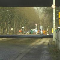 Die Duisburger Polizei positionierte sich hinter der Brücke, jedoch konnte man die grüne Kluft schon von weitem erkennen.