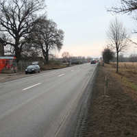 Blick aus der Gegenrichtung. Eigentlich gibt es nicht viel zu sehen, denn die Straße geht etwa 10 km nur geradeaus.