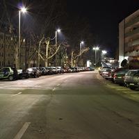 Anfahrt. Eine Menge geparkter Fahrzeuge... Nur wo steht der Blitzer?