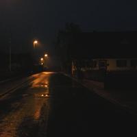 Anfahrt ortsauswärts, um Illusionen vorzubeugen: es war früh um sechs Uhr und wer schneller als mit 60 unterwegswar, hat hier nichts gesehen, außer den Blitz.