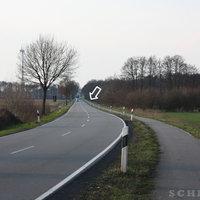 Anfahrtsansicht: Am und kurz nach dem Messpunkt gab es die letzten Jahre immer wieder schwere Unfälle (auch mit Todesfolge)